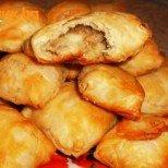 Вкусни и засищащи: мекички на фурна с шунка и сирене