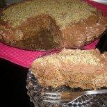 Ще се влюбите от първата хапка: сочна орехова торта с кафе