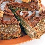 С нея празникът ви ще се превърне във фурор: Магическа орехова торта с шоколад и ром