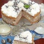 Едновременно кремообразна и приятно хрупкава, тази торта е божествено удоволствие: Целувчена торта с бадеми