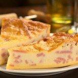 Хапва ви се баница, а нямате време за месене? Ето идеалната рецепта за вас: вкусен бъркан пай с шунка и сирене