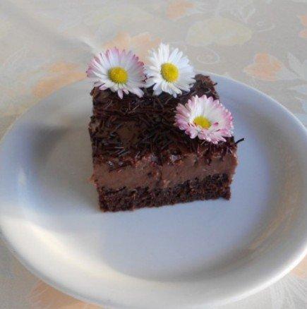 За всички любители на нежните и кремообразни десерти: Сочни шоколадови кубчета