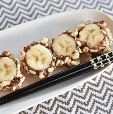 Със сигурност не сте го опитвали: шоколадово суши с банани - елементарно, а толкова вкусно, че ще искате веднага да повторите (ВИДЕО)!