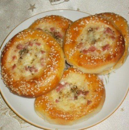Дълбани хлебчета с мекичък пълнеж - истински душички!