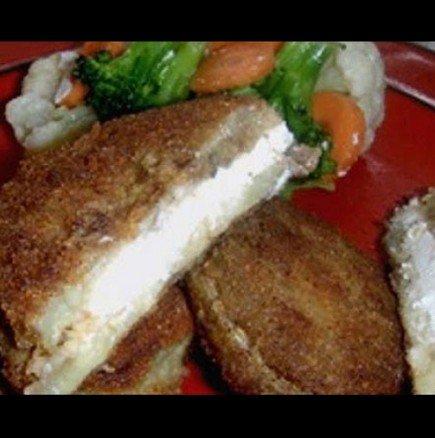 Панирани патладжанени сандвичи със сирене