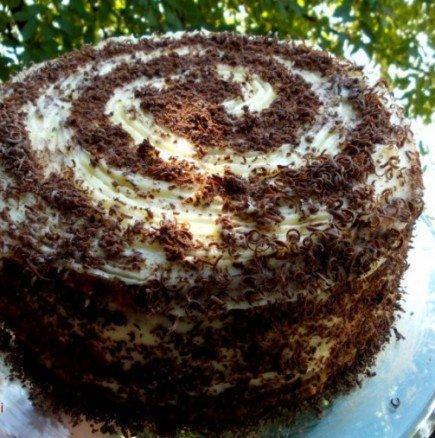 Торта Охлюв с оригинален дизайн и много крем