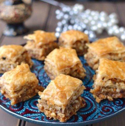 Накарайте дори свекърва си да онемее с тази рецепта: сочна баклава с локум и орехи