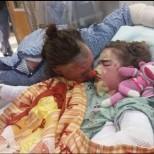 Тази майка успя да спаси дъщеря си в голям пожар, а това, което се случи по-късно е достойно за възхищение!