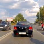 Шофьор влачи пешеходец