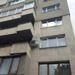 Лошо ви се пише, ако си тупате покривките през балкона