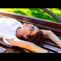 7 правила на всяка истинска жена-Тя много добре знае разликата между сама и самотна,Тя обича възрастта си