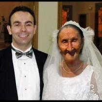 Сватбата на годината: 22-годишен и 80-годишна-Снимката говори много, но историята зад нея е още по-шокираща!