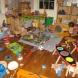 Съпругът ми влезе в детската стая и ме намери на пода да почиствам след децата: Той ми каза тези 4 думи, които промениха живота ми ...