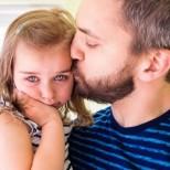 Изповедта на бащата, която разплака света: Съпругата ми остави мен и нашите 3 деца на Коледа