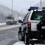 Снежен хаос в Гърция: Километрични задръствания и стотици блокирани