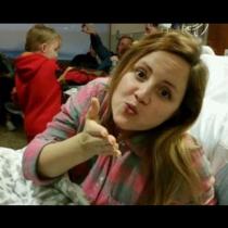 37-годишна бременна с агресивна форма на рак трябва да вземе трудно решение-Да спаси бебето, или себе си:Мъжът ѝ целуна ръка и тя реши