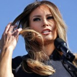 Мелания Тръмп заряза Доналд в Давос, заради секс скандал