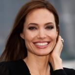 Анджелина Джоли предизвика истински фурор в Париж! Показа уникално тяло и дръзка визия (Снимки)