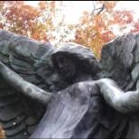 Надгробният паметник на Черния Ангел, който убива всеки, който го докосне-Вижте къде се намира!