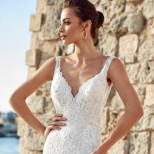 Сватбените рокли, които ще разтуптят сърцата на всички жени тръгнали към олтара тази година (снимки)