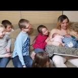 Чудото на живота: Уникалната история на една жена, родила 3 пъти близнаци (Снимки)
