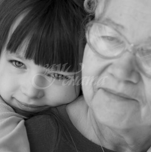 Бабите по майчина линия и внуците имат специална връзка-Ето защо това е така!