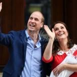 Първа официална снимка на принц Луи и сестра му, която го целува