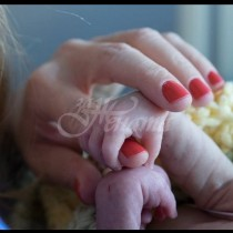 Двойка губи новороденото в болница - 4 дни по-късно, получават обаждане от медицинска сестра, която променя всичко