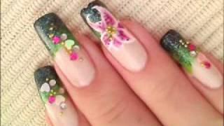 Красив маникюр с голяма лилия и камъчета