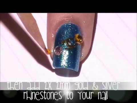 Как да си направим декорация за нокти Chanel върху син лак