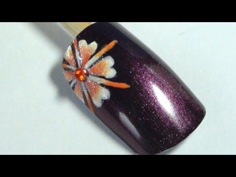 Декорация за нокти с красиво оранжево-бяло цвете