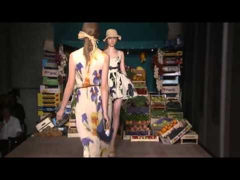 Moschino линия Cheap & Chic за Пролет-Лято 2012 модно шоу ексклузивно