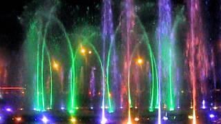 Ефектен фонтан във Варшава
