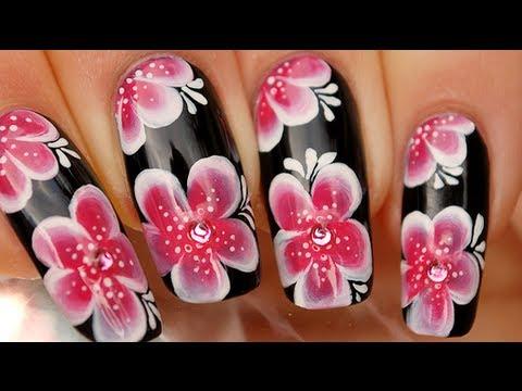 Как да си наравим черен маникюр с азиатски цветя