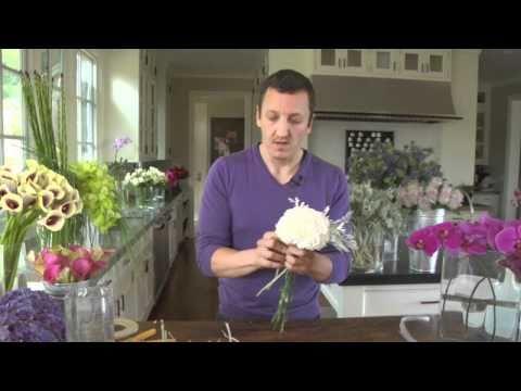 Как да аранжираме цветя в малък букет за ваза