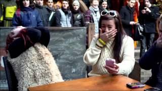 Динамо Магьосникът прави фокус с телефон