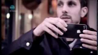 Динамо Магьосникът прави трик с айфон
