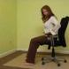 Йога от стола в офиса