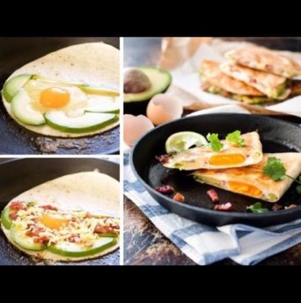 Кесадия с яйце и авокадо
