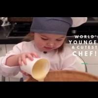 Най-малката и сладка готвачка