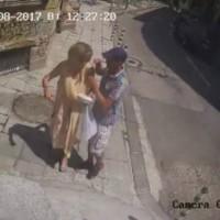 Бандит ограби баба в центъра на София
