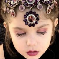 Хиляди се възмутиха на това видео, където малко момиченце се гримира