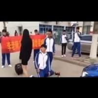 Ученик съвсем сериозно поиска ръката на учителката
