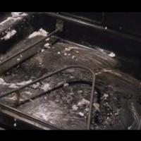 Как да почистим най-лесно фурната от зацапване