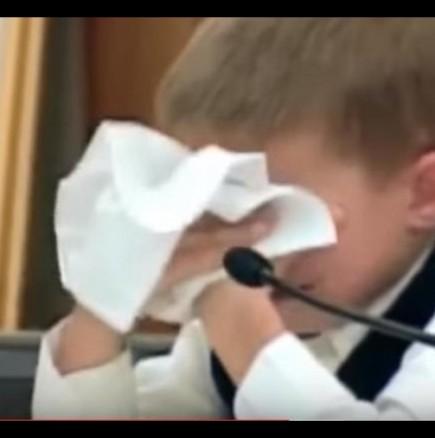 7-годишно момче свидетелства за убийството на сестра си от майка му
