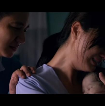 Тя плачела, когато взела безжизненото тяло на бебето си