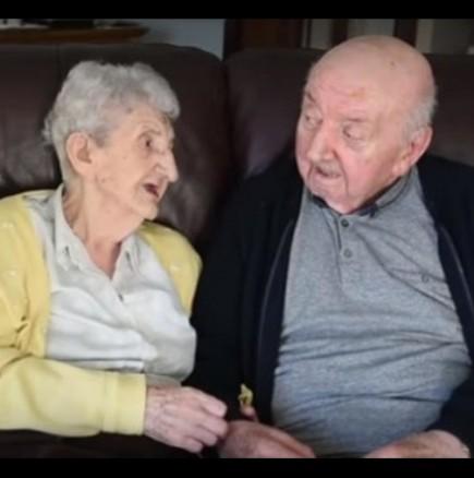 Майка на 98 години се грижи за сина си на 80