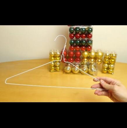 Как да си направим коледен венец от телена закачалка