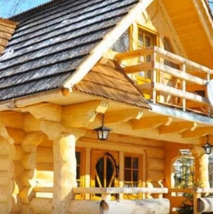 Малка дървена къща
