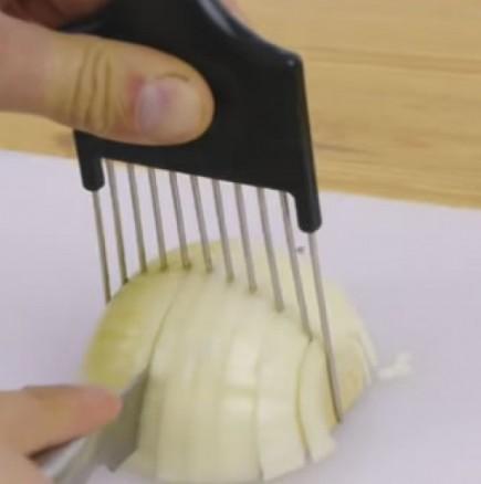 Как да си нарежа най- лесно и бързо лука